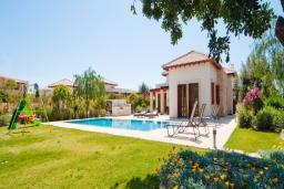 Кипр, Афродита Хиллз : Вилла с 3-мя спальнями, с бассейном. зелёным садом с детской площадкой, расположена в Афродита Хиллз