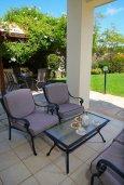 Терраса. Кипр, Афродита Хиллз : Вилла с 3-мя спальнями, с бассейном и приватным двориком, расположена в Афродита Хиллз