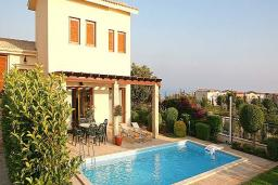 Кипр, Афродита Хиллз : Вилла с 3-мя спальнями, с бассейном, с тенистой террасой с патио и барбекю, расположена в Афродита Хиллз