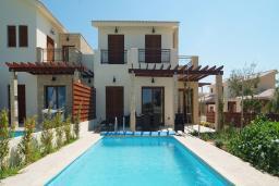 Кипр, Афродита Хиллз : Великолепная вилла с 3-мя спальнями, с бассейном, тенистой террасой с патио расположена в Пафосе