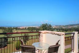 Кипр, Афродита Хиллз : Вилла с 3-мя спальнями, с бассейном, зелёным двориком с патио и барбекю, расположена в Афродита Хиллз