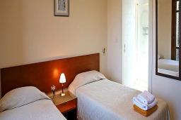 Кипр, Афродита Хиллз : Таунхаус с 2-мя спальнями, в комплексе с общим бассейном, с зелёным двориком с патио, расположен в Афродита Хиллз