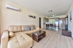 Кипр, Айос Тихонас Лимассол : Апартамент с гостиной и отдельной спальней, для 2 человек
