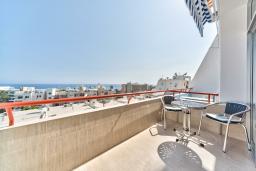 Вид на море. Кипр, Айос Тихонас Лимассол : Апартамент с гостиной и отдельной спальней, для 2 человек