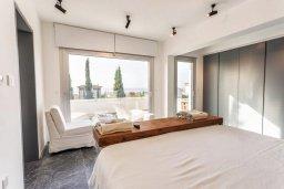 Спальня. Кипр, Св. Рафаэль Лимассол : Люкс апартамент в 50 метрах от пляжа, в комплексе с большим бассейном, с просторной гостиной, четырьмя отдельными спальнями и пятью ванными комнатами
