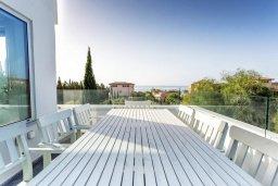 Обеденная зона. Кипр, Св. Рафаэль Лимассол : Люкс апартамент в 50 метрах от пляжа, в комплексе с большим бассейном, с просторной гостиной, четырьмя отдельными спальнями и пятью ванными комнатами