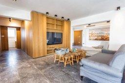 Гостиная. Кипр, Св. Рафаэль Лимассол : Люкс апартамент в 50 метрах от пляжа, в комплексе с большим бассейном, с просторной гостиной, четырьмя отдельными спальнями и пятью ванными комнатами
