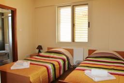 Кипр, Перволия : Вилла с видом на море, с 5-ю спальнями, с бассейном, тенистой террасой с патио, расположена в Ларнаке