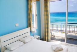 Кипр, Киссонерга : Потрясающая вилла с панорамным видом на море, с 4-мя спальнями, с бассейном, тенистой террасой с патио и барбекю, расположена в Coral Bay