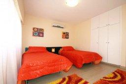 Спальня. Кипр, Айос Тихонас Лимассол : Апартамент в комплексе с бассейном, с гостиной и двумя отдельными спальнями, для 4 человек