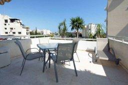 Балкон. Кипр, Айос Тихонас Лимассол : Апартамент в комплексе с бассейном, с гостиной и двумя отдельными спальнями, для 4 человек