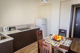Кипр, Айос Тихонас Лимассол : Апартамент с гостиной и двумя отдельными спальнями, для 4 человек