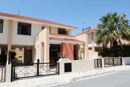 Фасад дома. Кипр, Декелия - Ороклини : Уютная вилла с 2-мя спальнями расположена в Ларнаке
