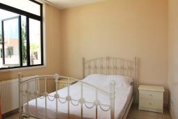 Спальня. Кипр, Декелия - Ороклини : Уютная вилла с 2-мя спальнями расположена в Ларнаке