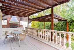 Кипр, Св. Рафаэль Лимассол : Роскошная вилла с 4-мя спальнями, с бассейном, сауной и зелёным садом, расположена в Лимассоле
