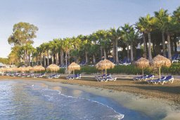 Пляж Grand Resort Beach в центре Лимассола