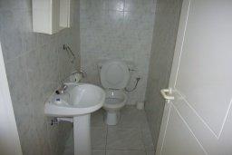 Туалет. Кипр, Мутаяка Лимассол : Мезонет с гостиной и двумя отдельными спальнями