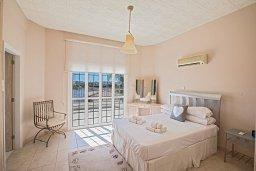 Спальня. Кипр, Санрайз Протарас : Роскошная вилла с 5-ю спальнями, с бассейном, беседкой с летней кухней и тренажерным залом