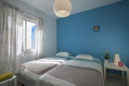 Спальня. Кипр, Киссонерга : Двухэтажная вилла с видом на море, гостиная, 3 спальни, зеленый дворик
