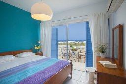 Спальня 3. Кипр, Киссонерга : Двухэтажная вилла с видом на море, гостиная, 3 спальни, зеленый дворик