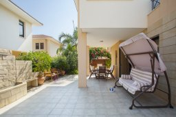 Территория. Кипр, Декелия - Ороклини : Новая современная вилла с 2-мя спальнями, с красивым садом, расположена в закрытом, тихом и безопасном месте на восточном побережье залива Ларнаки