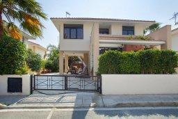 Фасад дома. Кипр, Декелия - Ороклини : Новая современная вилла с 2-мя спальнями, с красивым садом, расположена в закрытом, тихом и безопасном месте на восточном побережье залива Ларнаки