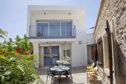 Фасад дома. Кипр, Месоги : Традиционная каменная вилла у  живописного поселка Mesogi с 2-мя спальням и двориком, местом для барбекю и парковкой