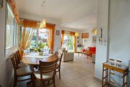 Гостиная. Кипр, Пернера Тринити : Уютная вилла с 3-мя спальнями, с большим частным бассейном и барбекю,  расположена в тихом районе Протараса