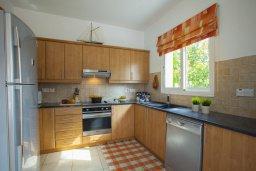 Кухня. Кипр, Пернера Тринити : Уютная вилла с 3-мя спальнями, с большим частным бассейном и барбекю,  расположена в тихом районе Протараса