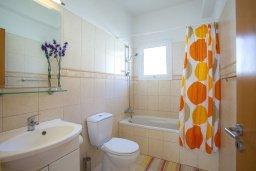 Ванная комната. Кипр, Пернера Тринити : Уютная вилла с 3-мя спальнями, с большим частным бассейном и барбекю,  расположена в тихом районе Протараса
