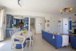 Обеденная зона. Кипр, Каппарис : Вилла на берегу моря с большим садом и уютным патио с барбекю, расположена около пляжа Malama Beach