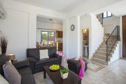Гостиная. Кипр, Сиренс Бич - Айя Текла : Вилла с 3-мя спальнями, с бассейном и барбекю, расположена у аквапарка Waterworld