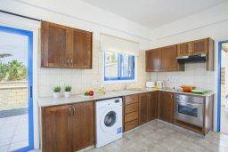 Кухня. Кипр, Сиренс Бич - Айя Текла : Вилла с 3-мя спальнями, с бассейном и барбекю, расположена у аквапарка Waterworld