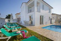 Фасад дома. Кипр, Пернера : Новая просторная вилла с 3-мя спальнями, с бассейном и местом для барбекю