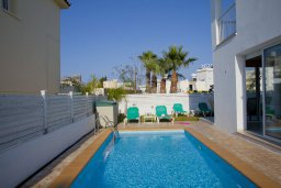 Бассейн. Кипр, Пернера : Новая просторная вилла с 3-мя спальнями, с бассейном и местом для барбекю