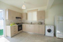 Кухня. Кипр, Пернера : Новая просторная вилла с 3-мя спальнями, с бассейном и местом для барбекю