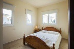 Спальня. Кипр, Каппарис : Вилла у моря 3 спальни, с большим бассейном и приватной территорией, барбекю и садовой мебелью