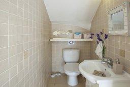 Туалет. Кипр, Каво Марис Протарас : Просторная вилла на берегу моря с 4-мя спальнями, с частным бассейном, внутренним двориком с современной садовой мебелью