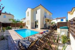 Фасад дома. Кипр, Пернера : Просторная современная вилла с 3-мя спальнями, с бассейном с подогревом, солнечной террасой и барбекю
