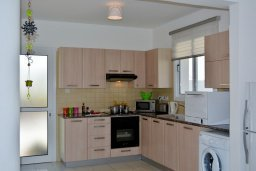 Кухня. Кипр, Пернера : Просторная современная вилла с 3-мя спальнями, с бассейном с подогревом, солнечной террасой и барбекю