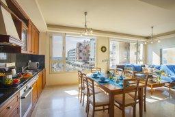 Гостиная. Кипр, Ларнака город : Апартамент возле пляжа с шикарным видом на море, с большой гостиной и 3-мя спальнями