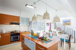 Кухня. Кипр, Каво Марис Протарас : Потрясающая вилла с 4-мя спальнями, бассейном, зелёным двориком, джакузи и традиционной глиняной печью, расположена в тихом районе Протараса