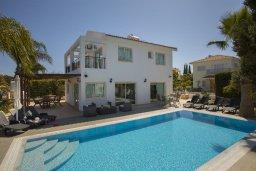 Фасад дома. Кипр, Каво Марис Протарас : Потрясающая вилла с 4-мя спальнями, бассейном, зелёным двориком, джакузи и традиционной глиняной печью, расположена в тихом районе Протараса