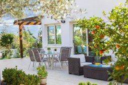 Патио. Кипр, Каво Марис Протарас : Потрясающая вилла с 4-мя спальнями, бассейном, зелёным двориком, джакузи и традиционной глиняной печью, расположена в тихом районе Протараса