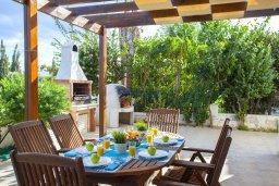 Терраса. Кипр, Каво Марис Протарас : Потрясающая вилла с 4-мя спальнями, бассейном, зелёным двориком, джакузи и традиционной глиняной печью, расположена в тихом районе Протараса