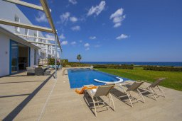 Бассейн. Кипр, Фиг Три Бэй Протарас : Потрясающая вилла на побережье в средиземноморском стиле с 6-ю спальнями, с бассейном, джакузи и с сауной, с потрясающим панорамным видом на море, расположена у залива Fig Tree Bay