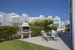 Терраса. Кипр, Фиг Три Бэй Протарас : Потрясающая вилла на побережье в средиземноморском стиле с 6-ю спальнями, с бассейном, джакузи и с сауной, с потрясающим панорамным видом на море, расположена у залива Fig Tree Bay