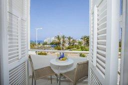 Балкон. Кипр, Санрайз Протарас : Традиционная вилла с 2-мя спальнями, с уютным двориком,  меблированной верандой с великолепным видом на море, расположена в самом центре Протараса