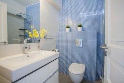 Ванная комната. Кипр, Санрайз Протарас : Традиционная вилла с 2-мя спальнями, с уютным двориком,  меблированной верандой с великолепным видом на море, расположена в самом центре Протараса