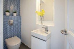 Туалет. Кипр, Санрайз Протарас : Традиционная вилла с 2-мя спальнями, с уютным двориком,  меблированной верандой с великолепным видом на море, расположена в самом центре Протараса